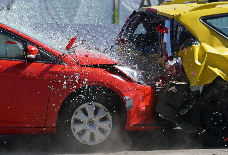 Schadenreparatur Autounfall Glasschaden Blechschaden